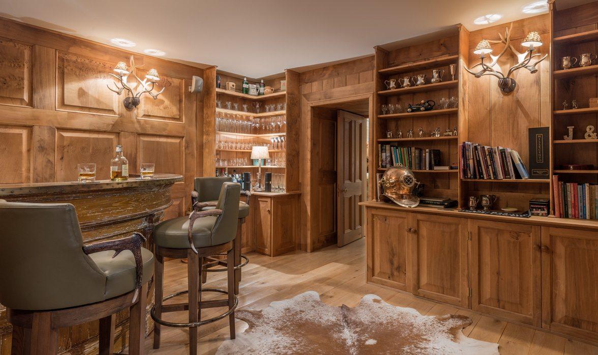 Laudale estate interior bar